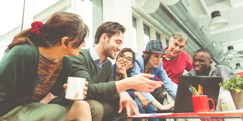 studenti lavoro gruppo progetto shutterstock_391124191